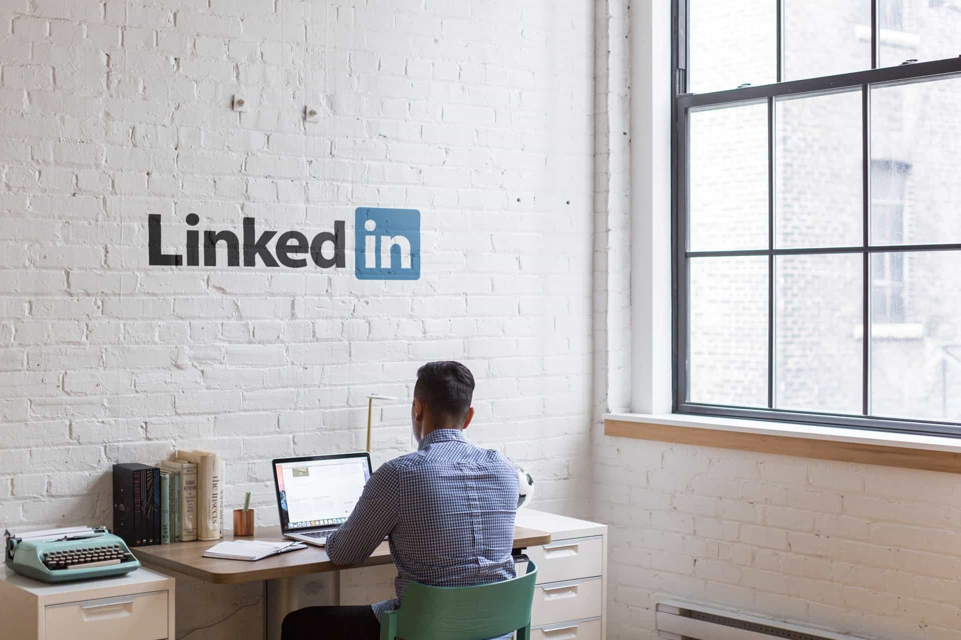 linkedin advantages disadvantages